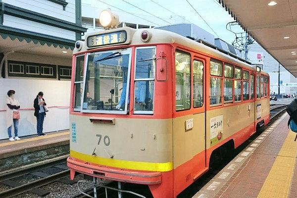道後温泉駅行きの電車