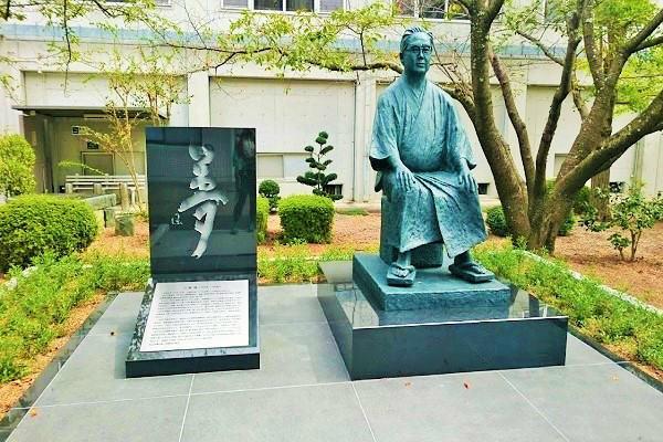 三浦保氏の銅像
