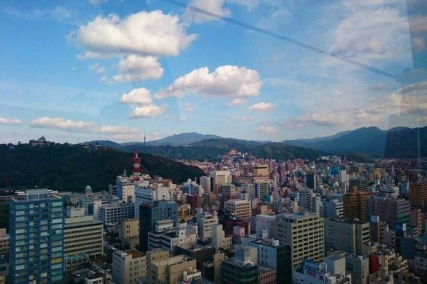 松山城方面の景色