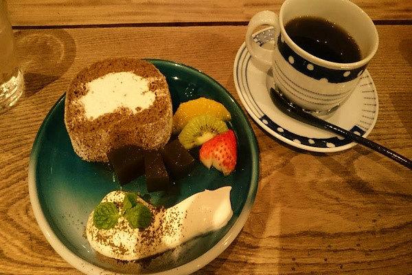 ほうじ茶と栗の米粉ロール