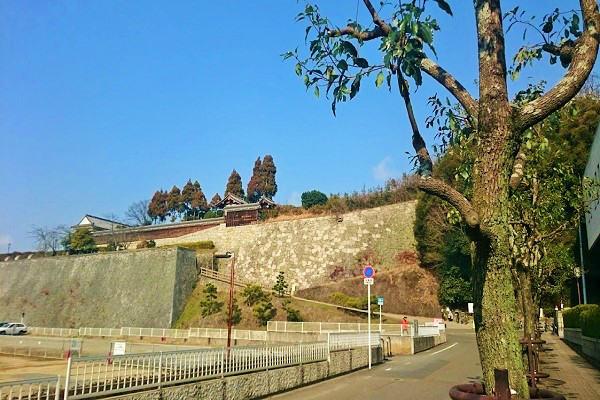 二之丸史跡庭園の登り口
